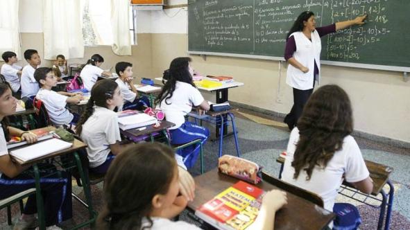 Professor_Escola_RodolfoBuhrer_Divulgação